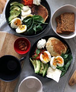 plate-of-pancake-and-vegetables-3210483